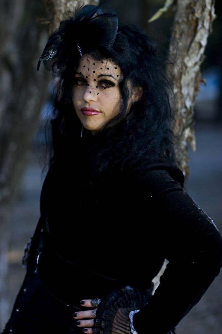 Model/Mua: Jocelyn lothian #model #jocelyn #jocelynlothian #alt #alternative #goth #gothic #outdoors #blackhair #hat #veil #victorian