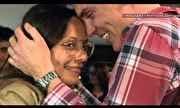 Chegadas e Partidas - Pedido de casamento emociona passageiros em aeroporto | globo.tv
