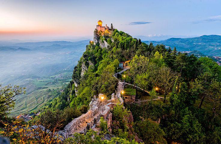 San Marino (61 km²)