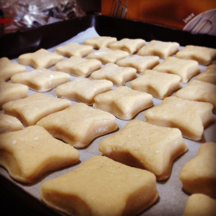 Stiamo testando per voi le famose #ossa dei #morti, #dolce tipico #siciliano che si produce proprio in occasione della festa di #ognissanti (o #Halloween fuori #Italia). Buona serata e buona #cena da #ricettelastminute  #love #food #instafood #instagood #instaphoto #photooftheday #me #italy #sicily #sicilia #catania #dolci