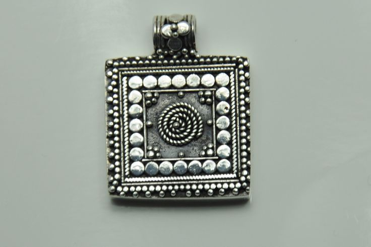 Pendant square silver from Thailand €22