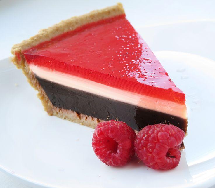 Raspberry Chocolate Pudding Pie ~ via this blog, This Jello Mold Mistress of Brooklyn.