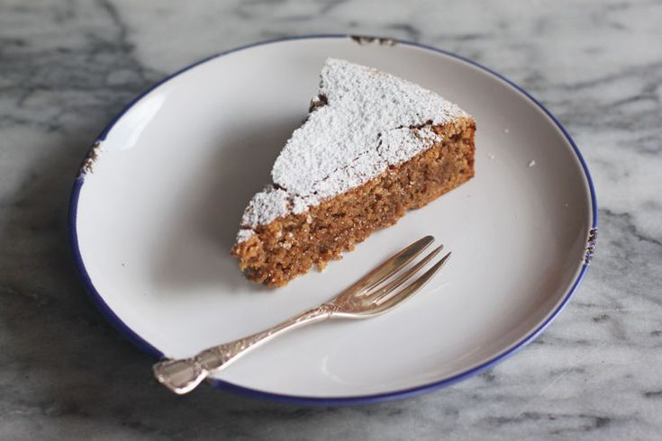 Walnut cake that's authentically Italian, 5 ingredients, and coincidentally #glutenfree.