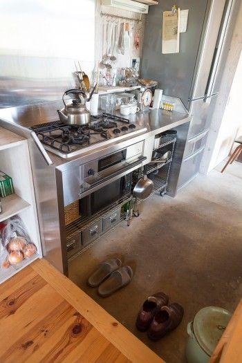 ガスコンロ、グリルは業務用っぽいものにこだわり、ハーマン社製を選んだ。コンセプトは「料理研究家のキッチン」。
