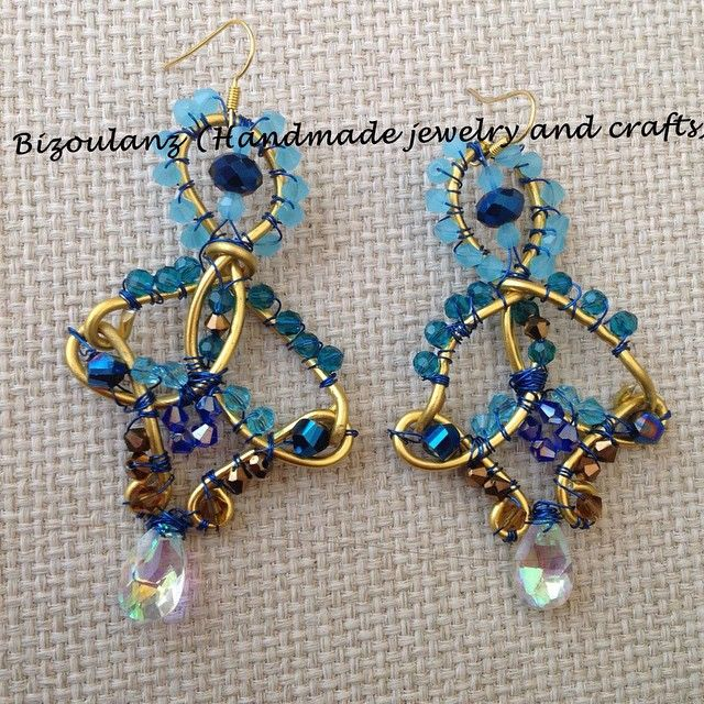 Wire wrapped earrings with crystals. This is one of my first projects with wire.  #wire #earrings #handmade #handmadejewelry #jewelry #handmadeearrings #wirework #bizoulanz #crystal #swarovski #swarovskicrystal #gold #blue #chandelierearrings #madeingreece #χειροποίητο #κόσμημα #σκουλαρίκια
