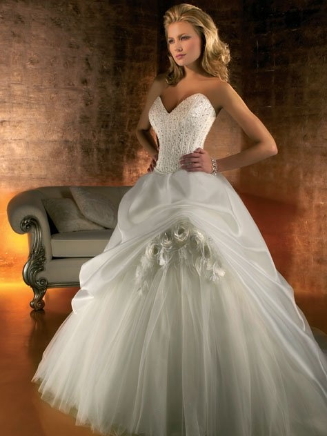 Corsetted Sweetheart Gown With Full Tulle Skirt And Pickup: Wedding Dressses, Princesses Dresses, White Wedding Dresses, Tulle Skirts, Tulle Wedding Dresses, Wedding Ball Gowns, Beautiful Cinderella Gowns, Bridal Beautiful, Ballgown Wedding Dresses