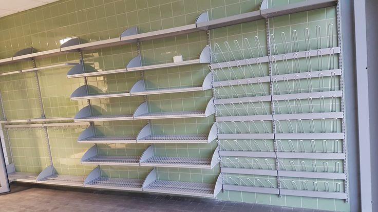 Tähän säilytysjärjestelmään mahtuu lähes 100 paria kenkiä ja saappaita.This storage system can hold up almost 100 pairs of shoes and boots. www.jamito.fi #storage #system #säilytysjärjestelmä #kenkähylly #saapasteline #shoeshelf