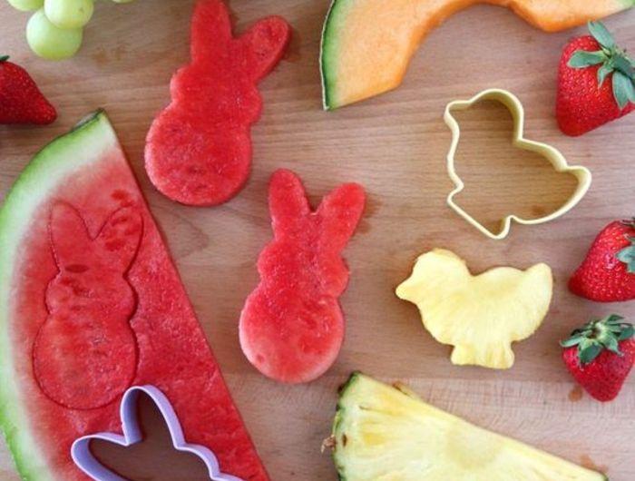 abschiedsparty organisieren, cocktailbissen, fruechte, wasser- und zuckermelone, erdbeeren, ananas
