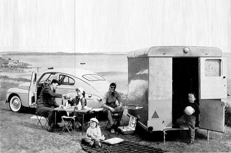 Model: CARAVAN/TRAILER Productieperiode: 1957 – 1957 Productievolume: 53 Carrosserie: inklapbare multiplex wanden en dak, onderste deel van aluminium of weefsel met pvc-coating en plaatstalen onderkant. Motor Transmissie Remmen: nee Afmetingen: Volledige hoogte: 180 cm; hoogte rijklaar: 103 cm; breedte: 180 cm; totale lengte incl. trekhaak: 310 cm; totale lengte carrosserie: 225 cm; gewicht: 320 kg. Opmerking: Linells Vagn AB is sinds 1974 onderdeel van AB Volvo, tegenwoordig bekend onder de…