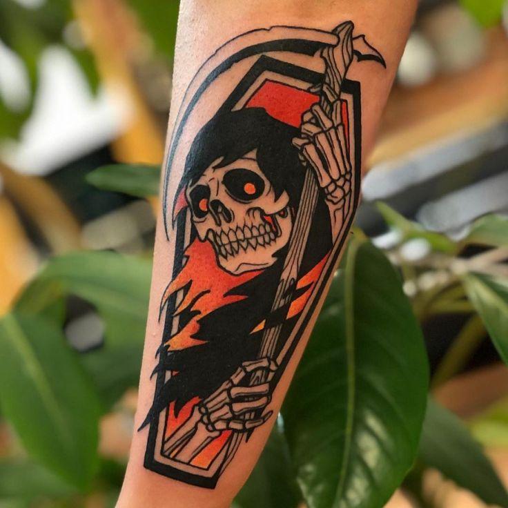 ✔ Tattoo Old School Colorida Perna Traditional Tattoo Coffin, Traditional Tattoo Design, Traditional Tattoo Flash, Old Tattoos, Body Art Tattoos, Sleeve Tattoos, Tattoos For Guys, Small Tattoos, Monster Tattoo