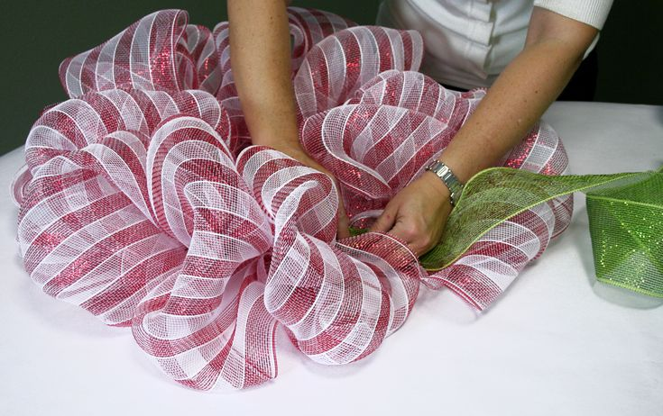 The Soft Clamp Wire Wreath Form  enables you to create a custom wreath in as little as 10 minutes with under $12 worth of supplies ....