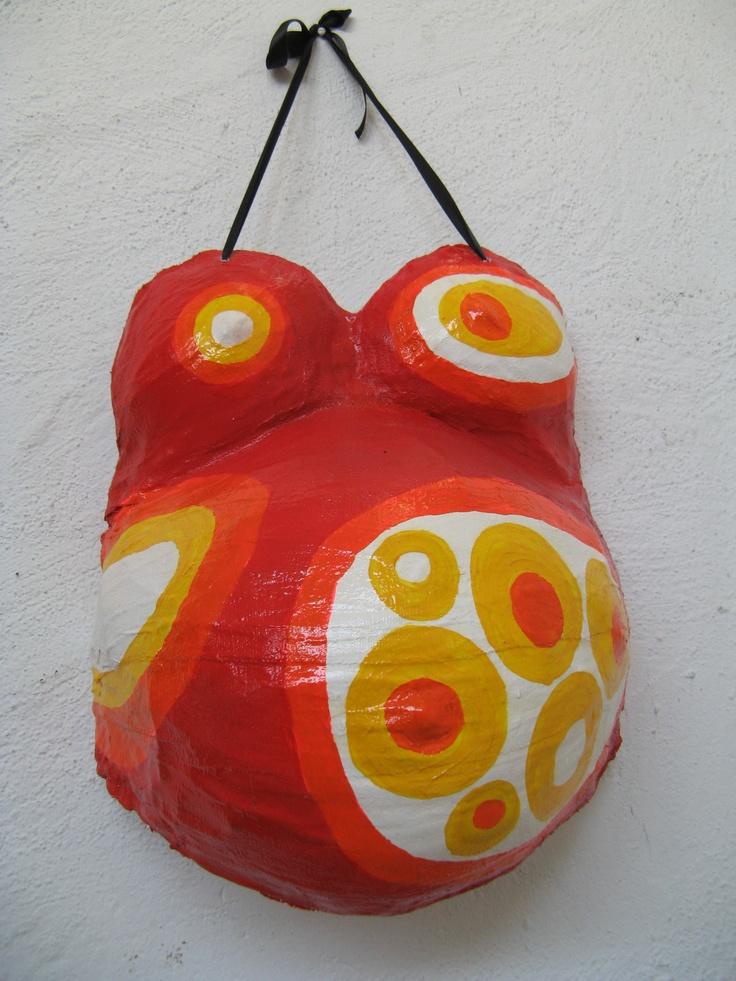 Trabajo haciendo moldes de yeso de las barrigas embarazadas para luego pintarlas y así colgarlas como un cuadro para su bebé.