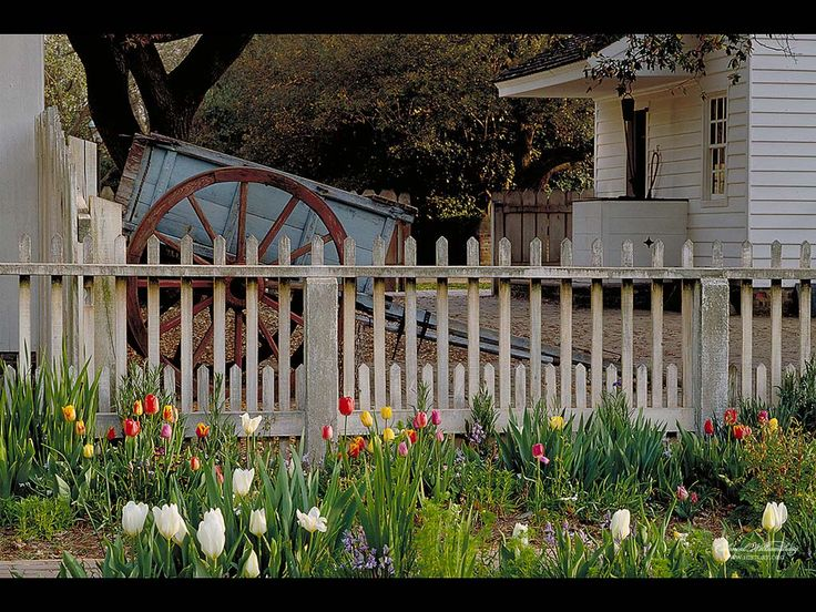 20 best williamsburg gate images on pinterest garden for Colonial fence designs