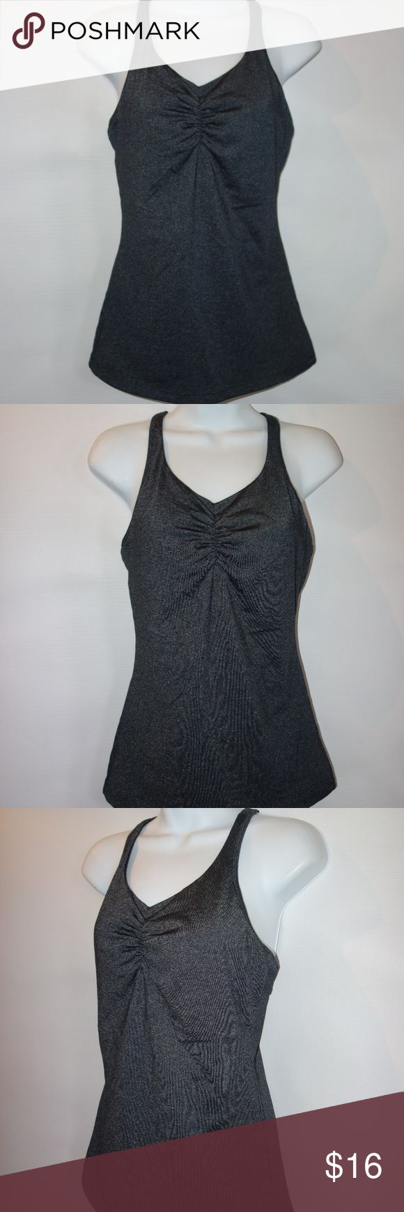 PrAna Tank Top Women M Gray Athletic Key Hole Back PrAna Tank Top Women M Gray Athletic Key Hole Back Shelf Bra T6 Preowned in great condition Dark gray in color Key hole tank racer back Built in Shelf bra Gathered front Perfect for athletic or casual wear No rips, tears or stains I have other items like this listed Thank you for looking! prAna Tops Tank Tops
