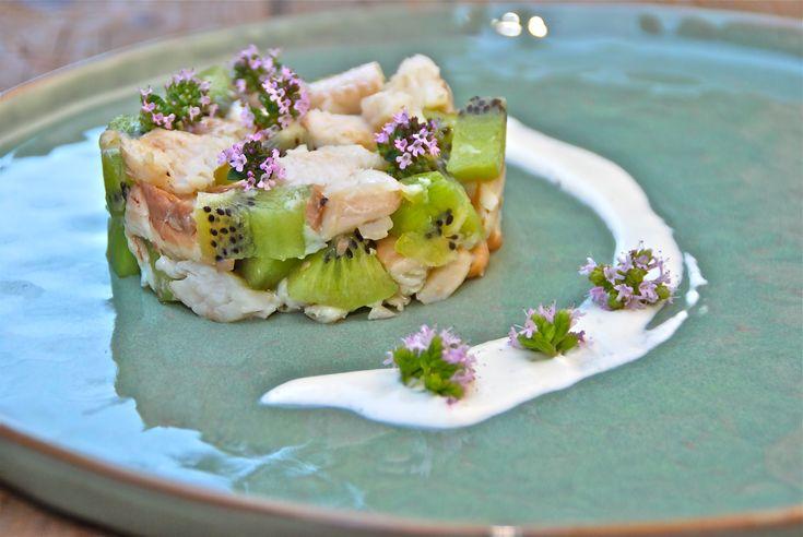 Tartaar van kiwi en gerookte forelfilet met zure room en mierikswortel - www.truitjeroermeniet.be
