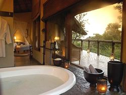 Suite bathroom Tuningi Safari Lodge