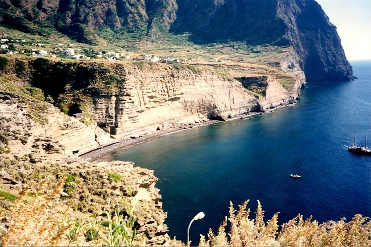 The beach at the bottom of the cliff - Pollara, Salinas - Aeolian Islands - Italy