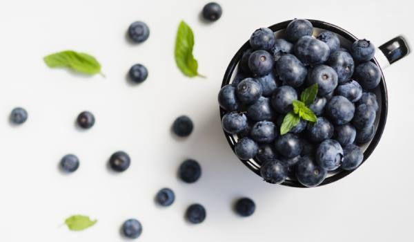 The Post التوت الأزرق 10 فوائد صحية رائعة أبرزها تقوية الذاكرة Appeared First On كل يوم معلومة طبية Blueberry Fruit Food