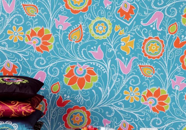 Tapet från InTrade, Suzani, turkos med motiv av färgstarka broderade blommor