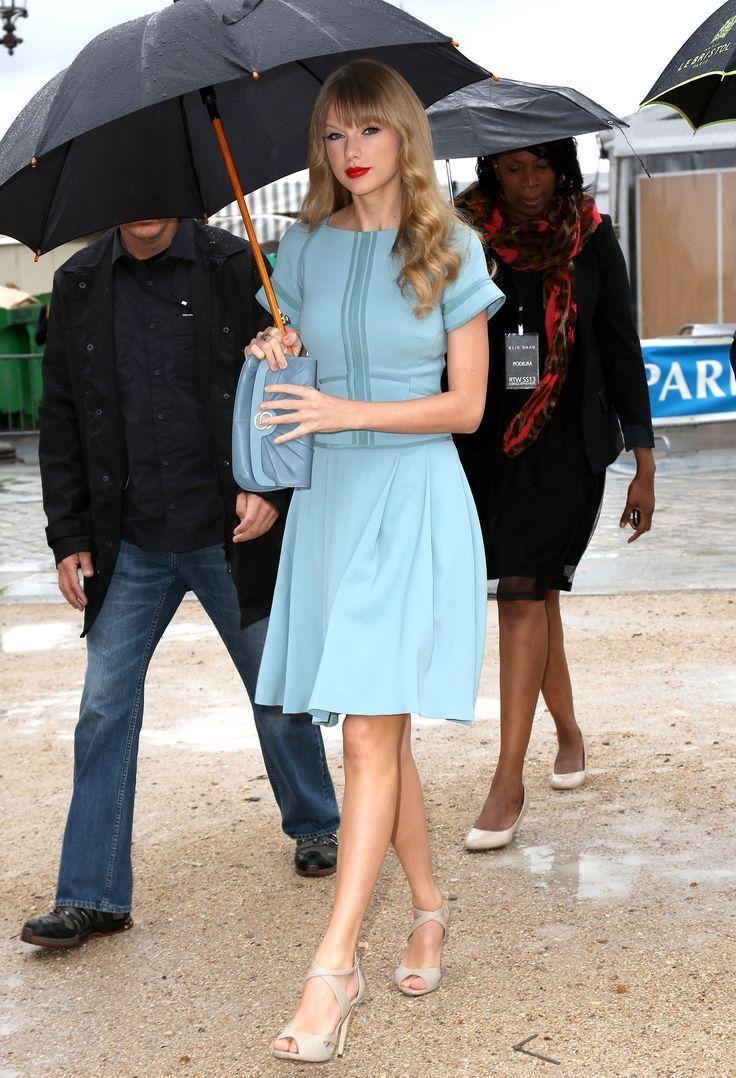 Светло-голубые платья — сама нежность