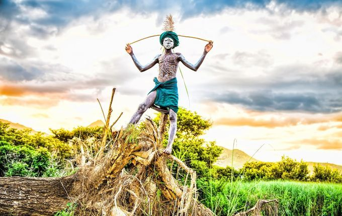 「世界一ファッショナブル」な民族!アフリカのスリ族の写真展開催 | RETRIP