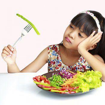 A muchos niños no les gustan las verduras. Sólo con ver el color verde de la comida ya no quieren ni probarla. ¿Qué hacer para que los niños coman verduras?