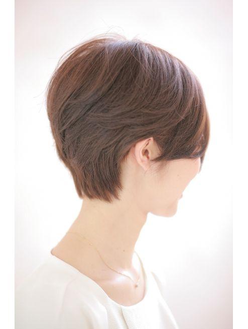 7 ナナ(Na-na)黒髪や大人女性(40代~50代)に似合う後部ボリューム前下がり