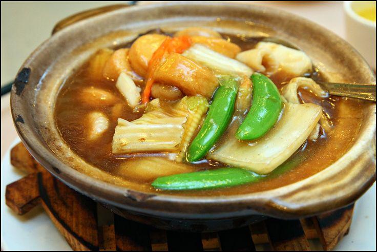 Claypot Seafood Tofu (Claypot Makanan Laut Bersama Tofu)