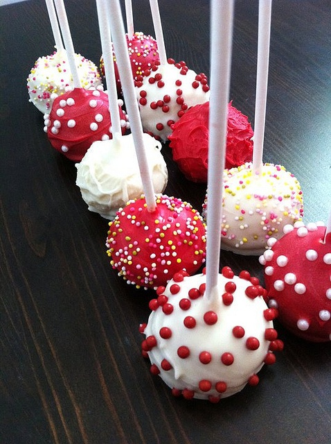 Red & White cake pops for Canada Day! #PCCanadaDay