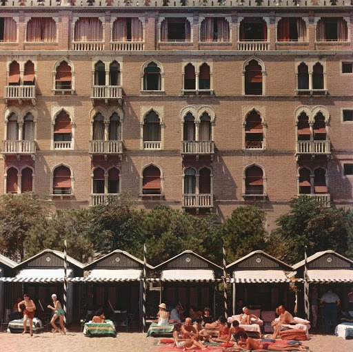 Afternoons lounging at the cabanas, the Excelsior Hotel, the Lido, Venice, Italia,1957. Photo Slim Aarons
