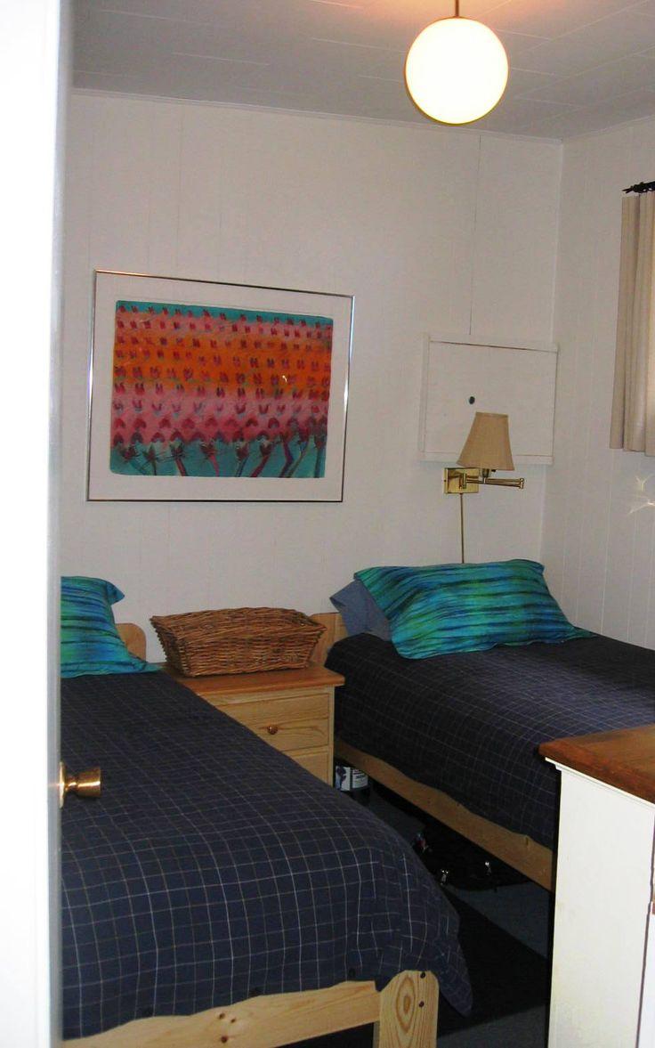 Herring Row bedroom with twin beds www.fishermansresortmarina.com