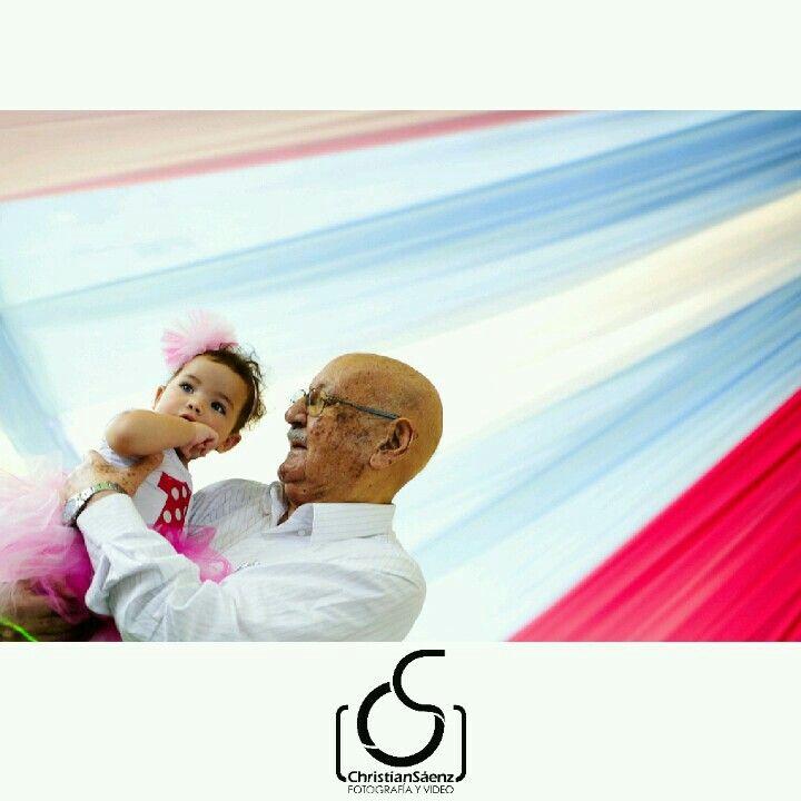 momentos únicos entre un abuelo y su nieta #fotografosprofesionales…