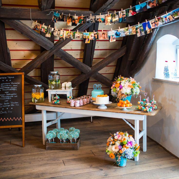 Real wedding: casual hippie - Bunte hippie Hochzeit in Neuburg! Candy Bar mit persönlichen Fotos des Brautpaares. // Colourful hippie wedding in Neuburg!  Candybar with personal pictures of the newlyweds.  www.anna-veranstaltet.de