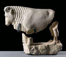 MAJ - Novillo de Porcuna. Calcarenita. 82 x 121 x 47 cm. Primera mitad del siglo V a.C. Escultura zoomorfa, de grandes proporciones respecto de los tamaños habituales de este tipo de representaciones en la cultura ibérica. Pieza perteneciente al conjunto escultórico de Porcuna.