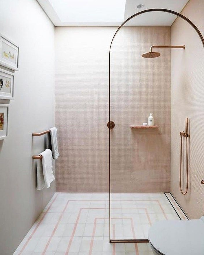 Curves Stunning Tile And Rose Gold Faucets What A Beautiful Design By Decus Interiors And Tiles Bathroom Design Luxury Bathrooms Remodel Bathroom Design