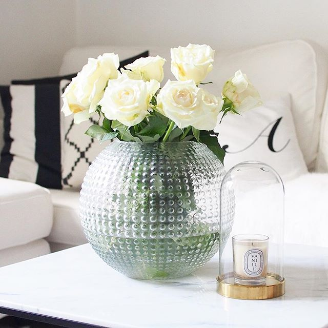 Sometimes the best thing is to enjoy simple things in life such as beautiful flowers or a fun moment! #interior_and_living #myhome #mitthem #inredning #interior123 #interiordesign #flowers #roses #rosor #lidlflowers #ikea #balmuir #diptyque #whitedecor #eightmood #blackandwhite #whiteinterior #whitehome #skandinaviskahem #instahome #instakodit #vardagslyxdetails