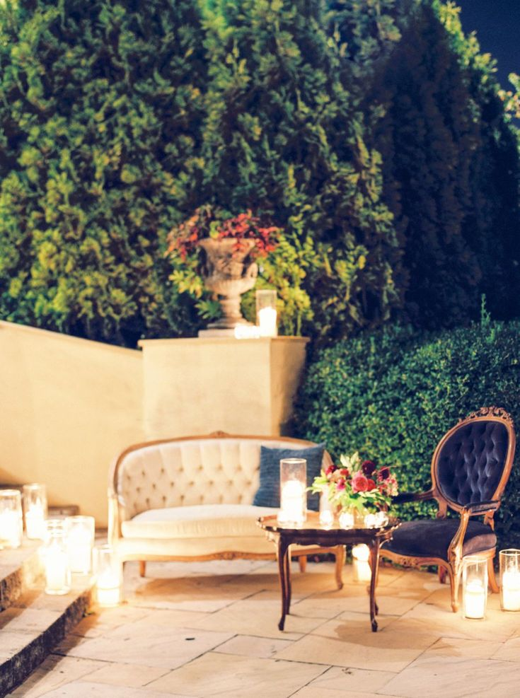 """Elegant Coral & Red Virginia Vineyard Wedding"" | Kim Stockwell Photography | Crosskeys Vineyards | Orpha Events | Amanda Burnette Florist | Every Last Detail | December 2017"