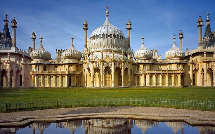 Brighton Pavillion, can't believe this exists in england!!!