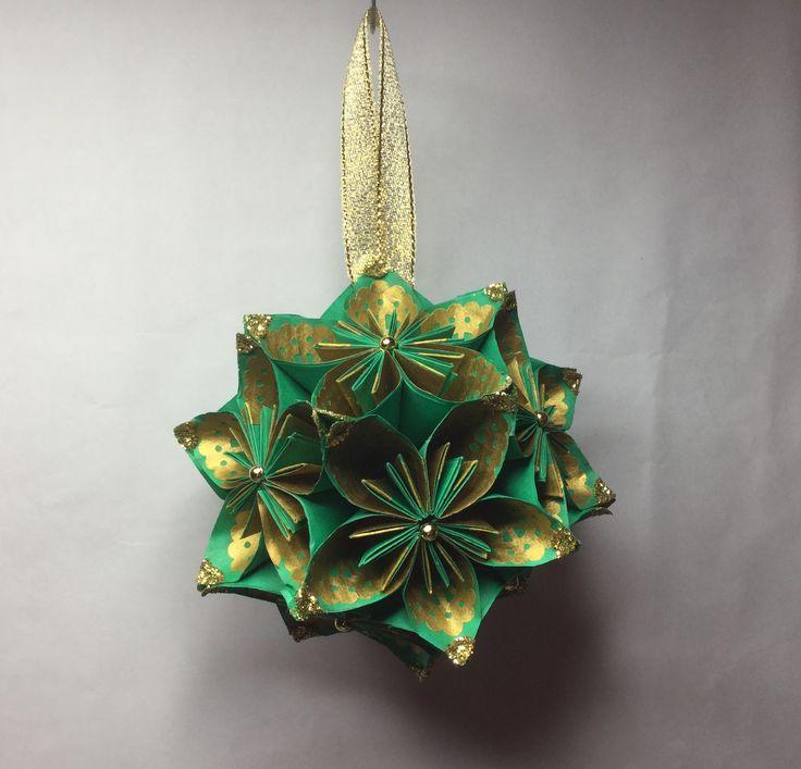 KO28  Green with gold pattern inner petal....11cm sq.