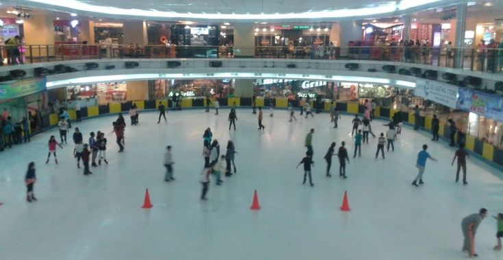 Ice Skating Sky ring Jakarta Sensasi Berselancar Es Seperti di Luar Negeri - Jakarta