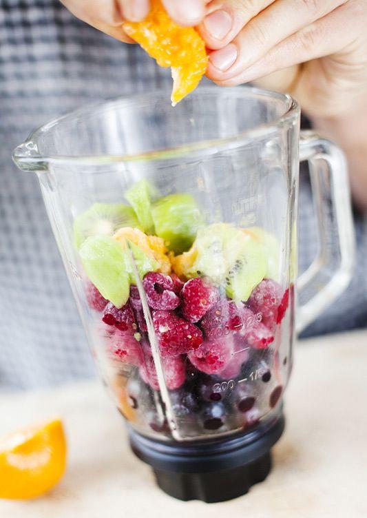 Superfruit Smoothie by greenkitchenstories #Smoothie #Superfruit #Healthy