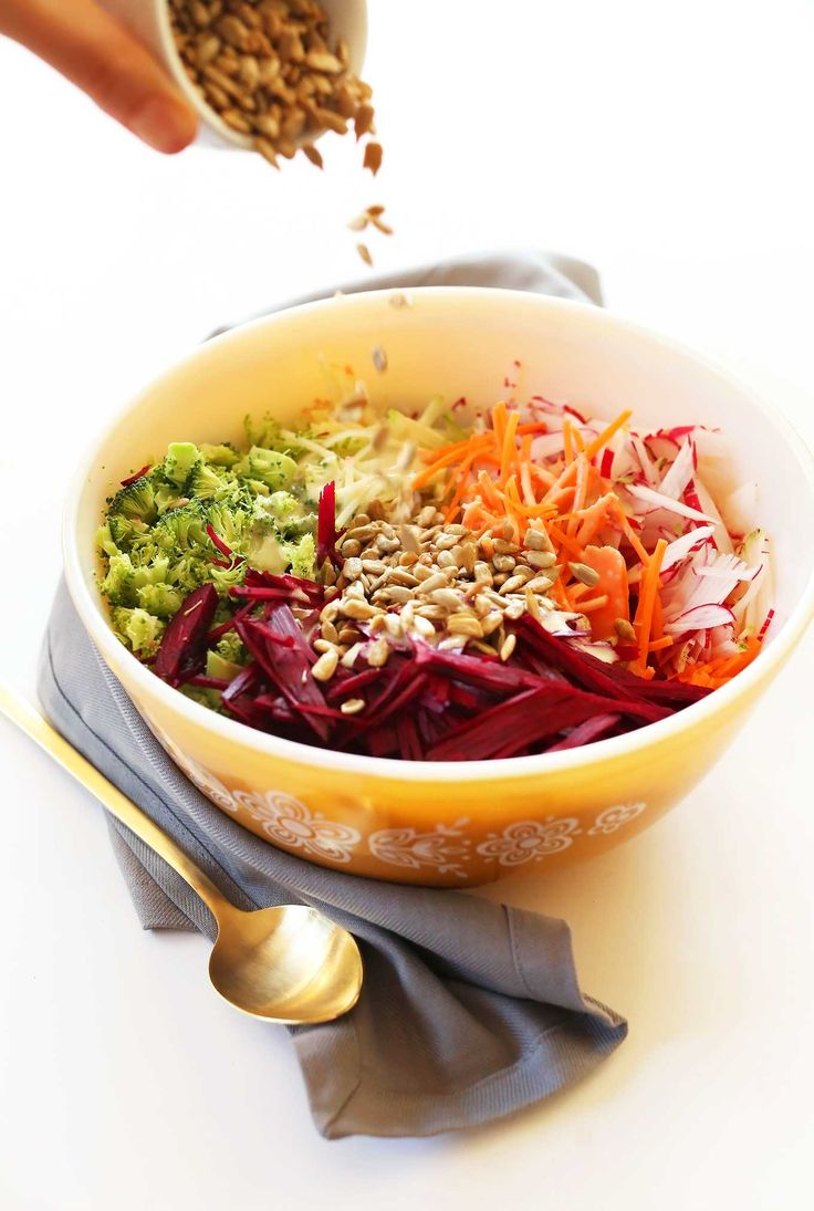 SIMPLE Healthy Fall Slaw that's #vegan #glutenfree and PERFECT for Thanksgiving and winter gatherings!