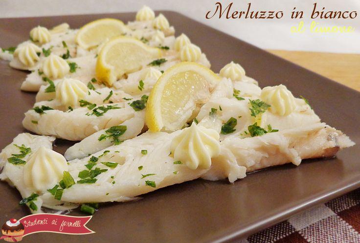 La ricetta di oggi è il merluzzo in bianco al limone, un secondo piatto leggero ma gustoso.Ricetta facile e veloce da preparare, merluzzo in bianco saporito
