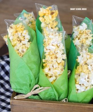 Popcorn Corn on the Cob Treat Bags. ADORABLE! Baggies of popcorn wrapped in green tissue paper to look like corn on the cob for Thanksgiving.