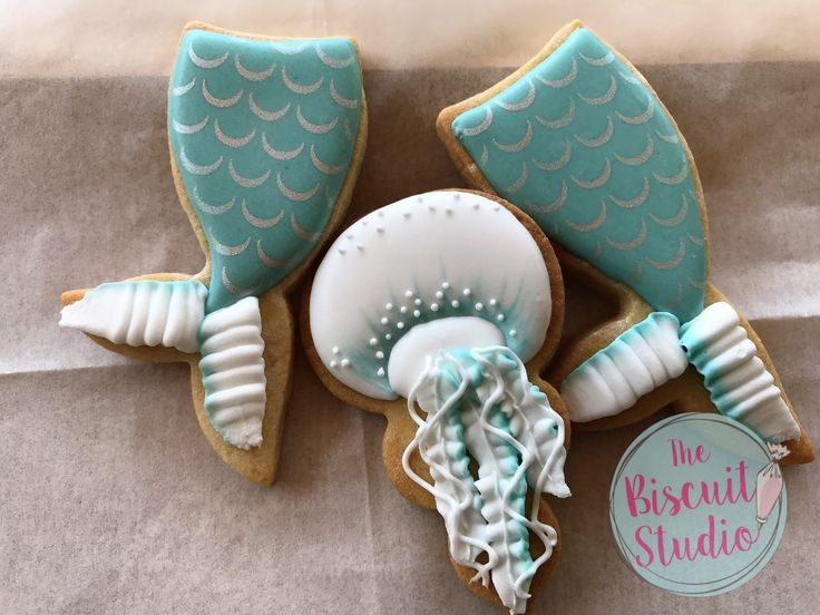 The Biscuit Studio #cookies #cookieicing #cookiedecorating #royalicingcookies #royalicing #underthesea #mermaidcookies #cookiestencils