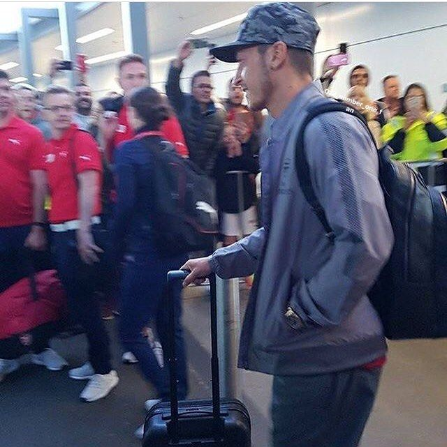 """456 Likes, 1 Comments - Mesut Özil Fan Page ✨ (@ozil_number_one_fan) on Instagram: """"@m10_official has arrived in Sydney #arsenaltour2017 @arsenal Turn on my post notifications 📲 . ...…"""""""