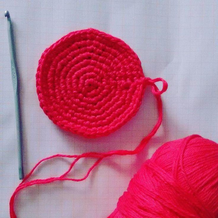 O que vem por aí?  . . #crochet #crochetlover #croche #wip #trabalhoemandamento #fiospingouin #bella #fiotriplo #artesanato #amomuito
