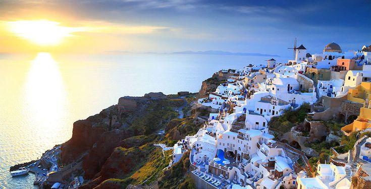 Reise nach Santorin, eine der romantischsten und bezaubernden Inseln der Welt!  Verbringe 4 bis 12 Nächte im Golden East Hotel. Im Preis ab 357.- sind das Frühstück und der Flug inbegriffen.  Hier kannst du deinen Ferien Deal buchen: https://www.ich-brauche-ferien.ch/ferien-deal-santorini-inkl-flug-und-hotel-fuer-nur-357/?utm_content=buffer3e7b0&utm_medium=social&utm_source=pinterest.com&utm_campaign=buffer