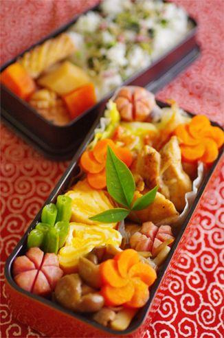 ・里芋とイカの煮物(里芋、にんじん、イカ) ・鶏もも肉の柚子胡椒焼き ・キャベツと桜エビ炒め ・お花にんじん(甘煮) ・ウィンナー ・卵とチーズのぐるぐる ・いんげんソテー ・きのこ3種のバター醤油風味