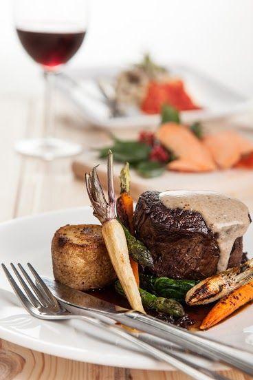 POLĘDWICA WOŁOWA ZE SZPIKIEM CIELĘCYM, glazurowanym pasternakiem, szpinakiem i pieczonym ziemniakiem oraz sosem smardzowym / Fillet of beef with veal marrow, glazed parsnips, spinach, baked potato and morels sauce / Concordia taste